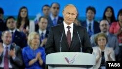 Путин Манеж залида ўтган йиғилишда.