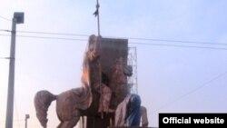 Установка памятника Манасу в Оше, 5 января 2012