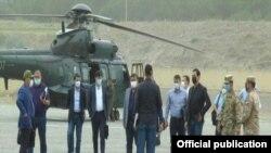 Сохто биринчи вице-премьер-министр Ачилбай Раматов баштаган өкмөт өкүлдөрү болду.