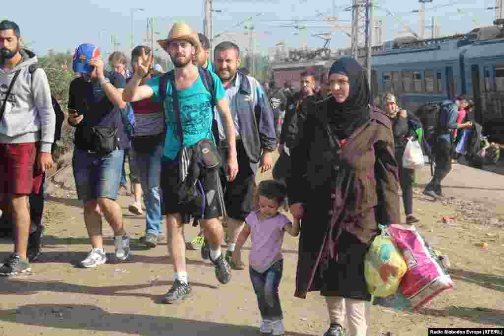 Поток мигрантов в Македонии. 17 сентября 2015 года.