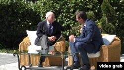 La întîlnirea premierului demisionar sîrb cu senatorul american