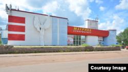 """Бавший кинотеатр """"Икар"""", ныне супермаркет в Ишимбае"""