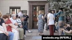 Удзельніцы руху «Маці 328», якія дамагаюцца зьмякчэньня «наркатычных» артыкулаў, ляадміністрацыі Лукашэнкі