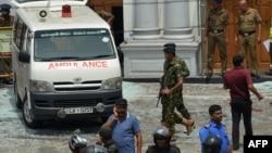 На месте одного из взрывов на Шри-Ланке.