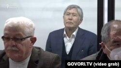 Алмазбек Атамбаев в зале суда. 2020 год.