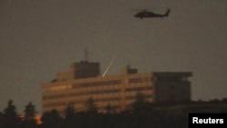 НАТО вертолёти Интерконтинентал меҳмонхонаси устида учаётган пайт.