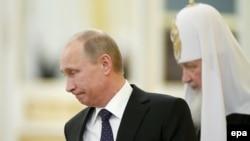 الکساندر دوگین میگوید ولادیمیر پوتین به شدت تحت تاثیر روحانیت محافظهکار و ارتدوکس روسیه است.