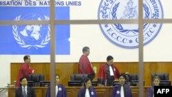 """Зал заседаний специального трибунала, который судит бывших лидеров """"красных кхмеров"""""""