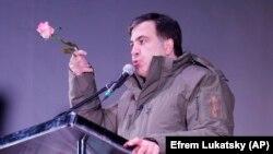 Kiyev - Gürcüstanın keçmiş prezidenti Mikheil Saakashvili Ukrayna parlamenti qarşısında tərəfdarlarına müraciə edir. 7 noyabr, 2017