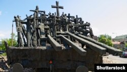 Помнік палеглым і закатаваным на Ўсходзе, Варшава
