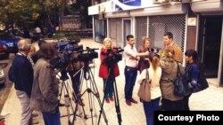 Naser Selmani, kryetar i Shoqatës së Gazetarëve të Maqedonisë, duke folur para mediave, me 2015