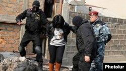 Իրավապահները Նորք-Մարաշում օպերատիվ գործողությունների ժամանակ: Երևան, 25-ը նոյեմբերի, 2015թ.