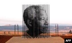 Скульптура Нельсона Манделы вблизи Дурбана, ЮАР