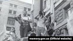 Підняття національного синьо-жовтого прапора над Києвом, 24 липня 1990 року
