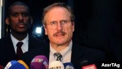 Ադրբեջանում ԱՄՆ դեսպան Ռոբերտ Սիքյութա, արխիվ