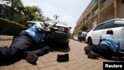 Policija ispred tržnog centra u kojem se odigrava napad, 21. septembar 2013. foto: Reuters