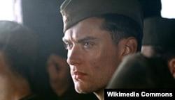 "Jude Law ""Bosagadaky duşman"" (2001) kinofilminde rus esgeri Zaýtsewiň rolunda"