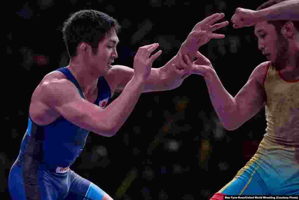 Грек-рим күресінен Алмат Кебіспаев (67 кг, сары формада) финалда жапониялық балуанЦучика Шимоямадоны жеңіп, алтын алды. Алмат 2017 жылғы Азия чемпионатының финалында жеңілген. 2011 жылғы құрлық біріншілігінде чемпион атанды.