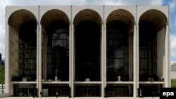 "Здание ""Метрополитен-опера"" в Нью-Йорке"