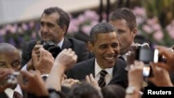 Președintele Barack Obama la sosirea în Franța, la reuniunea G20 de la Cannes