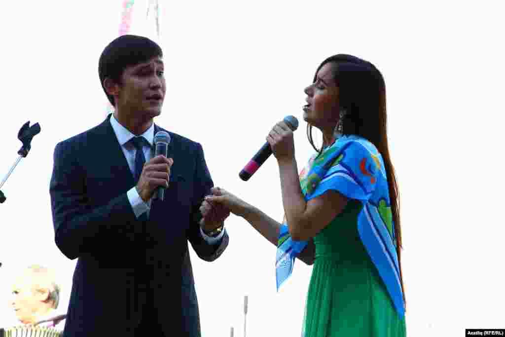 Сәйдәш моңнарын тамашачыларга җиткерүче татар артистлары