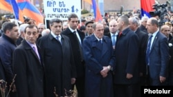 Armenia - Opposition leader Levon Ter-Petrosian and his political allies lay flowers at the site of the 2008 post-eleciton unrest in Yerevan, 1Mar2015.