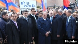 Armenia - Opposition leader Levon Ter-Petrosian (C) and his political allies lay flowers at the site of the 2008 post-eleciton unrest in Yerevan, 1Mar2015.