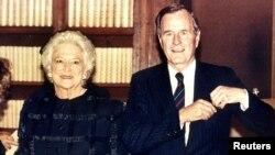 Ish-presidenti George Bush dhe gruaja e tij Barbara, 1989.
