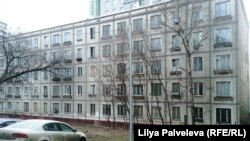 A classic, five-story Khrushchyovka apartment block in Moscow.