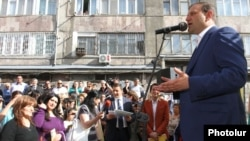 Armenia - Yerevan Mayor Taron Markarian holds an election campaign rally in a Yerevan neighborhood, 30Apr2013.