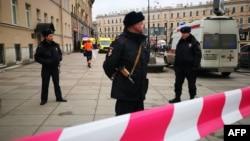 Sankt Peterburqda polis yoxlamaları gücləndirilib