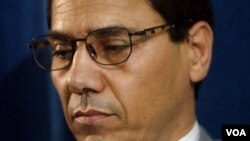 عبدالفتاح سلطانی شهریورماه ۱۳۹۰ به ۱۳ سال زندان محکوم شد.