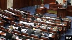 Архивска фотографија - расправа во собрание.
