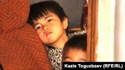 Өзбекстанға қайтарылған босқындардың балалары. 10 маусым, 2011 жыл.