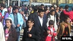 Tajikistan -- Crowd in Dushanbe street, 09Sept2007
