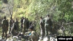 Сотрудники МВД Таджикистана, задействованные в поисковой операции в Ромитском ущелье. По информации властей страны, Абдухалим Назарзода и его сторонники скрываются в этой местности. 7 сентября 2015 года.