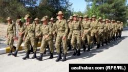Arçman. Türkmen esgerleri.
