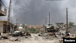 Fotografi e datës 20 qershor ku shihen shkatërrimet në Falluxha nga lufta e forcave të Irakut dhe militantëve të Shtetit Islamik