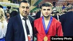 Разави Навбахоров (справа) с Махмудом Абдуллоевым