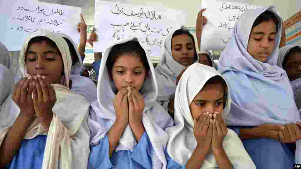 Schoolgirls pray for Malala's recovery in Multan.