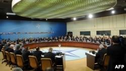 Pamje nga takimi i ministrave të NATO-s, Bruksel, 18 prill, 2012