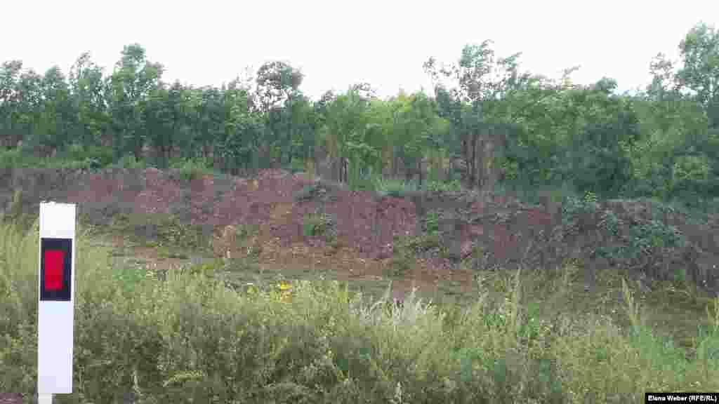 Точных данных о количестве деревьев, которые будут срублены или пересажены, пока нет, информация разнится. В ближайшие дни, как сообщила пресс-служба акима Карагандинской области, должна состояться пресс-конференция по поводу березовой рощи.