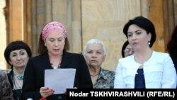 Инициаторы требований планируют провести перед парламентом мирную акцию с участием женщин разных профессий