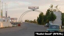 У въезда в Шахритуский район.