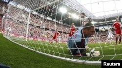 Перший гол матчу, який Португалія забила Данії 13 червня 2012 року