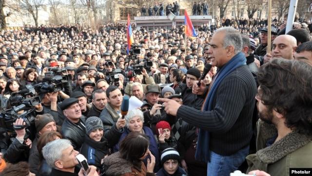 Armenia - Opposition leader Raffi Hovannisian addresses supporters in Vanadzor, 23Feb2013.