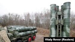 """Sistemul de rachete sol-aer S-400 """"Triumph"""", staționat în Kaliningrad, 11 martie 2019"""