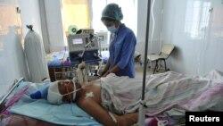 Раненный в беспорядках мужчина на больничной койке. Жанаозен, 19 декабря 2011 года.