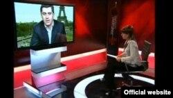 """Уже вечером на """"Маэстро"""" показали опального бывшего министра обороны Ираклия Окруашвили, которого до этого некоторые национальные телеканалы несколько раз отказывались показывать в прямом эфире"""