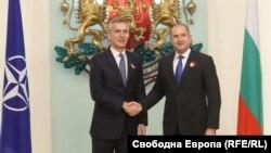 Secretarul general NATO Jens Stoltenberg și președintele Bulgariei Rumen Radev